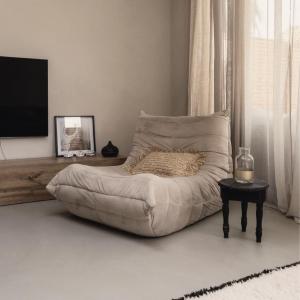 Super cozy - mach es dir wuunlich 🌾  Hier mit unserem Tv-Board Somero in Eiche.  📸by @thehomerebel