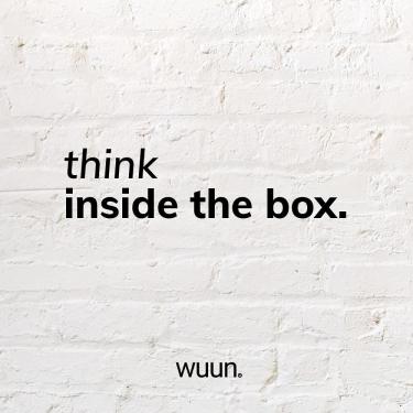 """Think inside the box⁉️ Erzählt uns nicht jeder """"outside the box"""" zu denken?  Wir bei WUUN Living  denken in eleganten, stilvollen Quadraten und ermöglichen Euch  somit die Möglichkeit wichtiges  in und outside the box zu  platzieren.  Durch die klare Formsprache und die hochwertige Verarbeitung der Somero TV Boards und der  Somero Vitrine ist dein  persönlicher Wohlfühllook schnell kreiert - ob mit deinem lieblings Buch, einer schönen  Pflanze oder einer Vase, in windeseile verwandelst du dein WUUN Somero in dein Zuhause. _  #WUUNMOMENTE 🖤"""